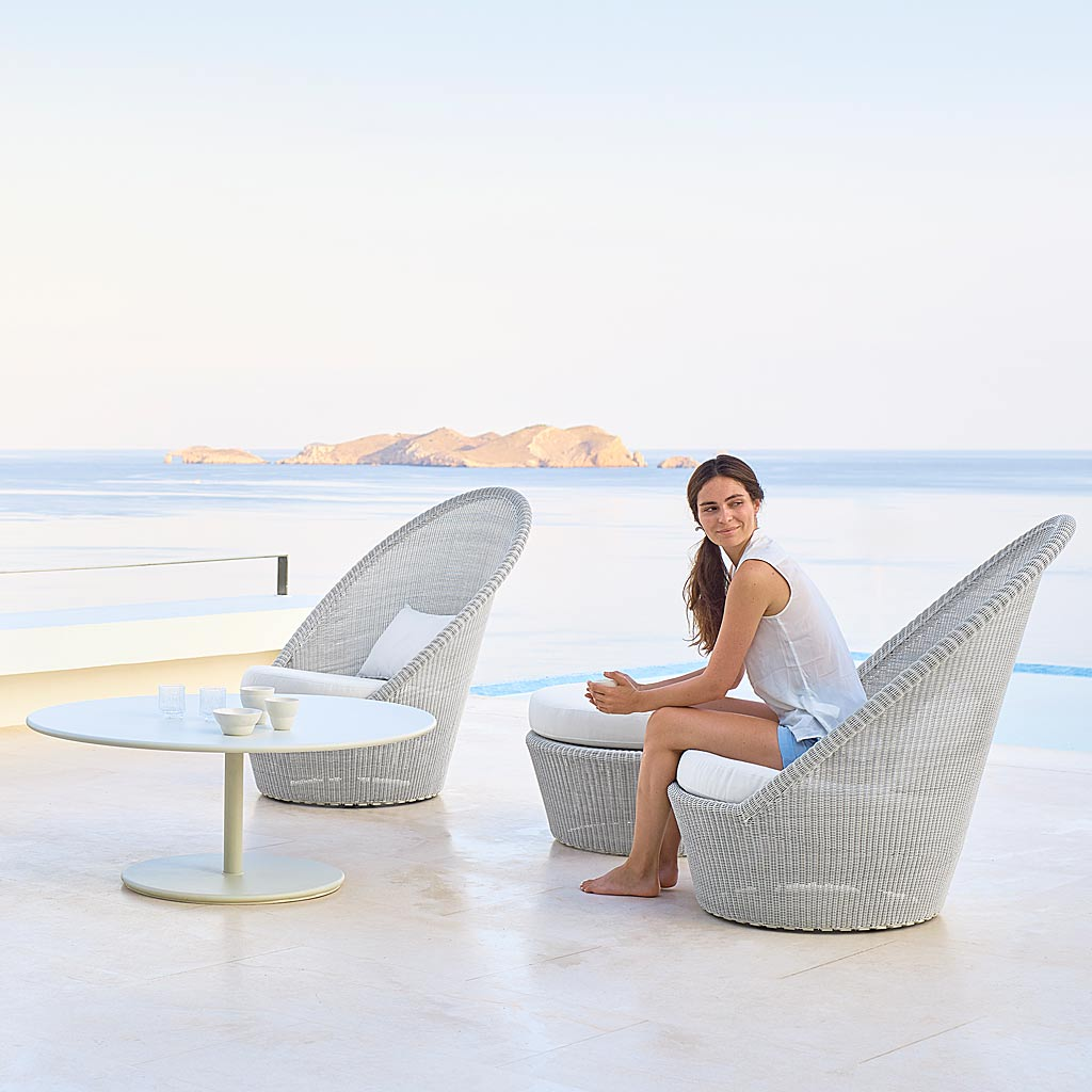 White-Grey Kingston ALL-WEATHER Wicker Lounge Furniture. MODERN Outdoor RATTAN SOFA And LOUNGE CHAIRS & Footstool By Cane-line Luxury Garden Furniture.